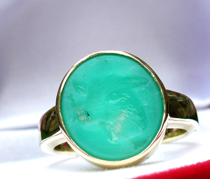 Woman lovely yellow 585 gold Custom family crest ring engraved in chrysoprase