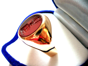 Family crest rings man and woman classic rose gold ring coat of arms Rawicz hand engraved in carnelian
